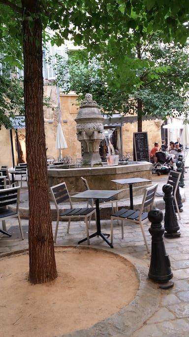 Place des Trois Ormeaux