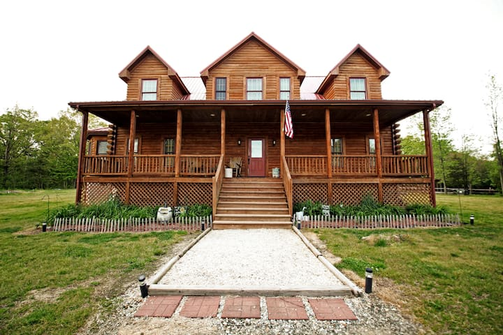 Hidden Springs Farm Log Home - Burkeville - House