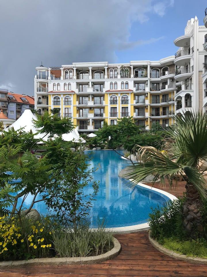 Квартира в роскошном комплексе на Солнечном берегу