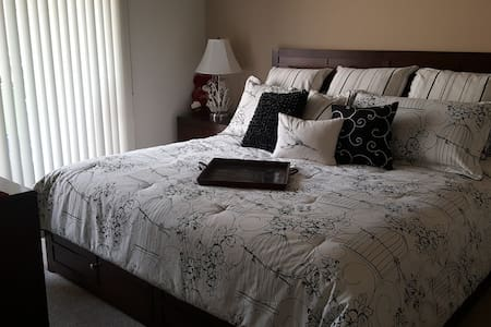 best location in town private king size bed - Palm Desert