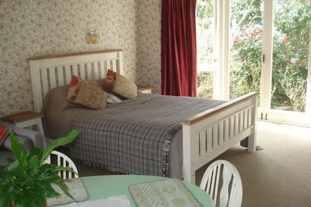 Sweet Country Suite - easy to/from Wellington