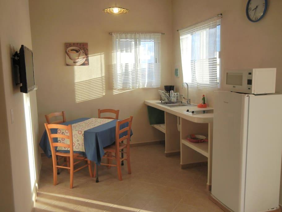 Kitchenette: fridge, microwave, stove, coffee machine,