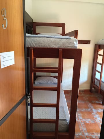 Dormitory charing bed us 15 a bed - Beirut - Schlafsaal