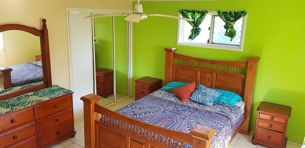 Apia, Large room in sharehouse