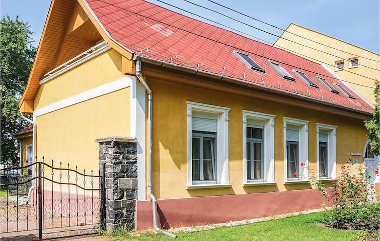 Holiday apartment with 2 bedrooms on 80m² in Badacsonytomaj