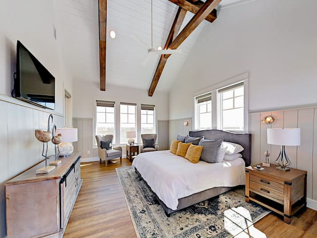 Lots of light in the second-floor master bedroom with king bed. Hotel-quality linens adorn all beds in the home.