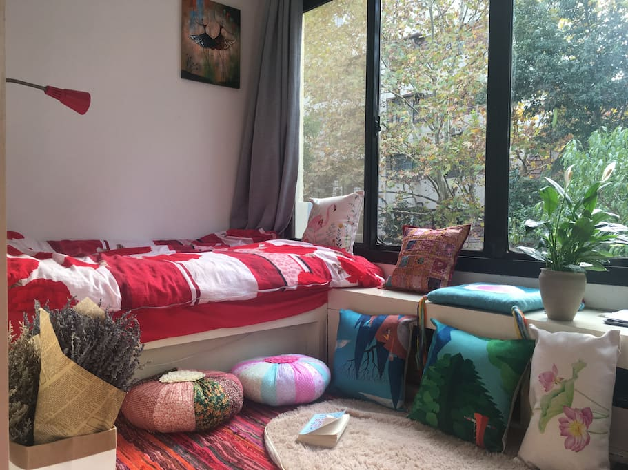 Sunroom: bedroom and reading room (Autumn)