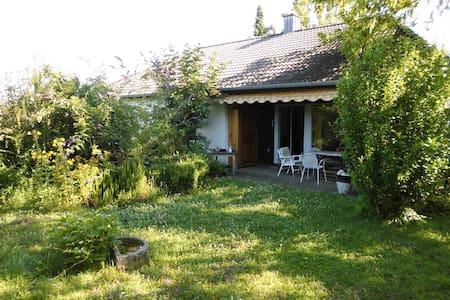 Gemütliches Häuschen mit Garten im Grünen - Müllheim