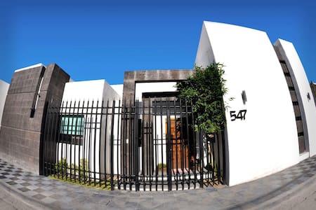 Studio w/Terrace FullBath-Priv Room - Torreón - Casa