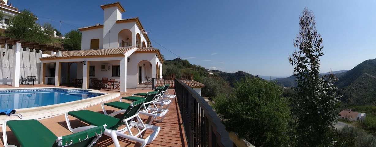 Villa/5 beds/private pool/wifi/aircon/walk to bar! - Comares - Tatil evi