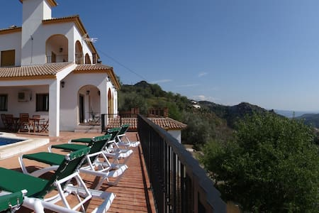 Villa/5 beds/private pool/wifi/aircon/walk to bar! - Comares - Отпускное жилье