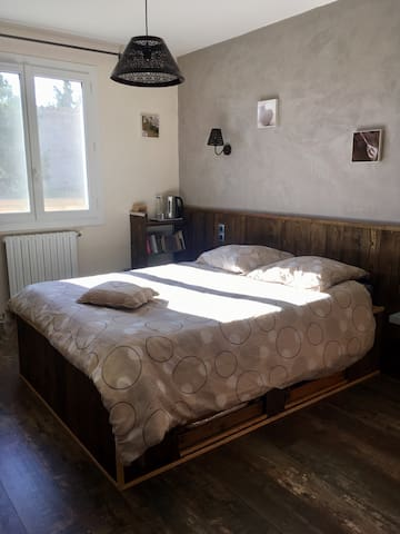 Chambre lit double (140/190)