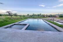 Disfruta de la alberca mas grande de San Miguel de Allende, con calefacción incluida para tu estancia