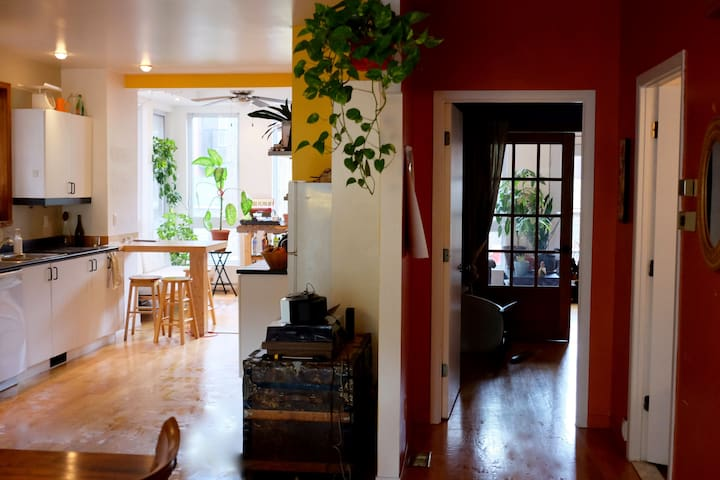 Unique 1-6 people house + big terrace in mile end - Montreal - Casa