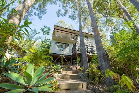 Currumbin Beach House with Views - Currumbin