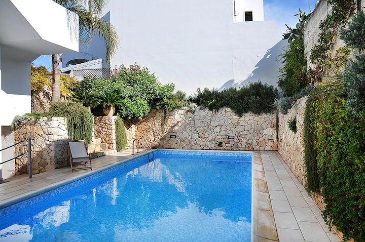 Apartment 3 with pool and sea view