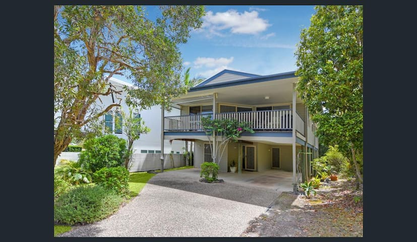 Moffat Beach Retreat, BRILLIANT location. - Moffat Beach