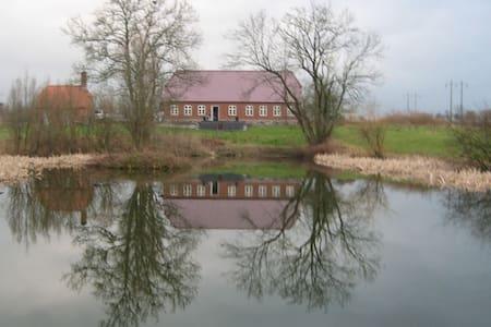 Stor lejlighed midt i naturen - eget køkken og bad - Fredericia