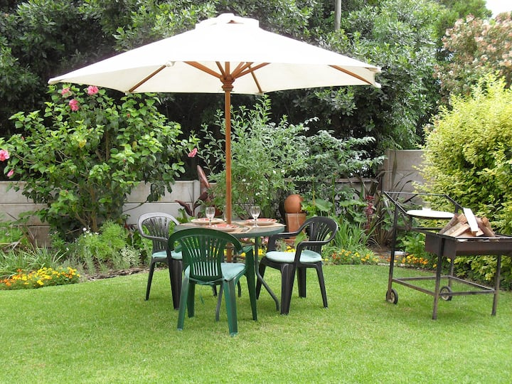 Spacious & sunny,2 bedroom self-catering apartment