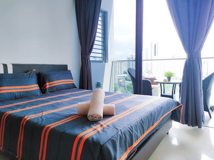 Luxury 1-Study Condo w Nice View, Town (C3D)