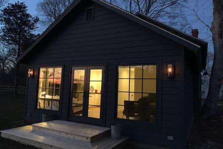 NORTH FORK renovated Artist's Barn & Cottage