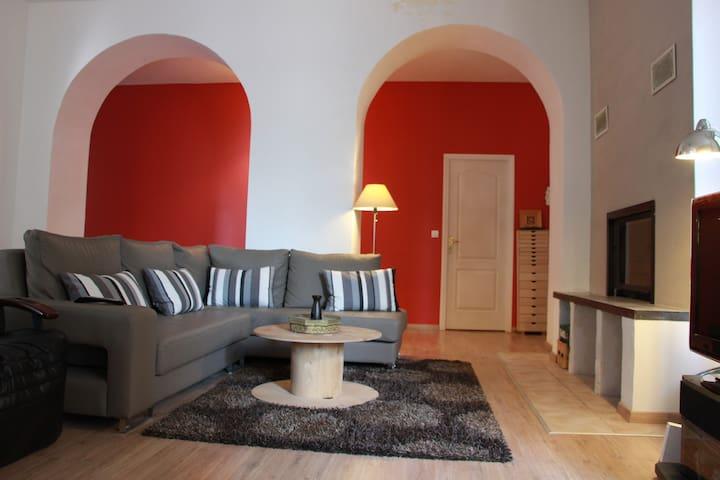 Loft 150 m2 centre ville Millau