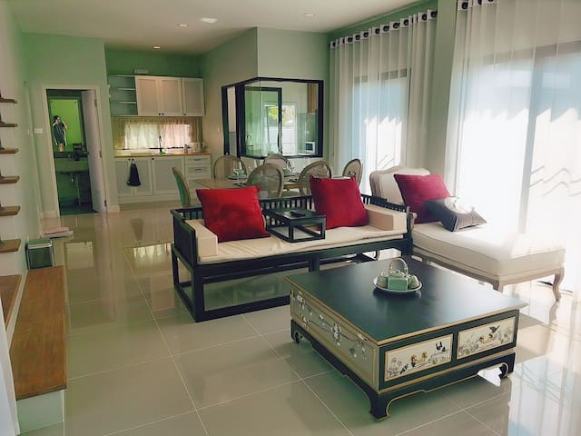 Colonial style 3 bedroom house/English&中文