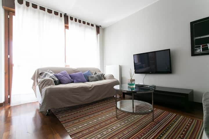 Stunning two bedrooms suite by lake