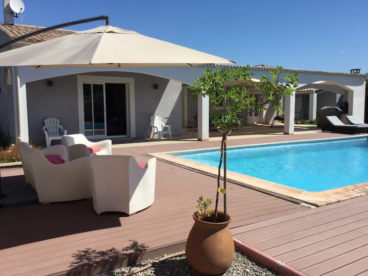 Pleasant one-level villa with private pool in The Thor Village, close to l'Isle sur la Sorgue - 6 persons