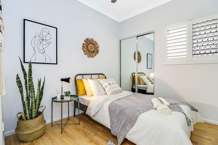 small bedroom-Bedroom 3