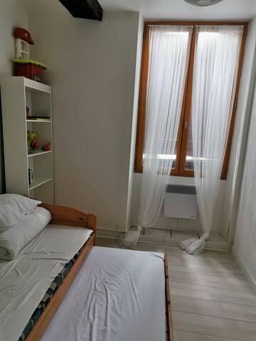 chambre deux lits simple