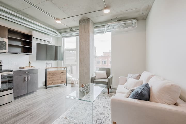 Upscale Downtown 1 Bed Loft Near Everything