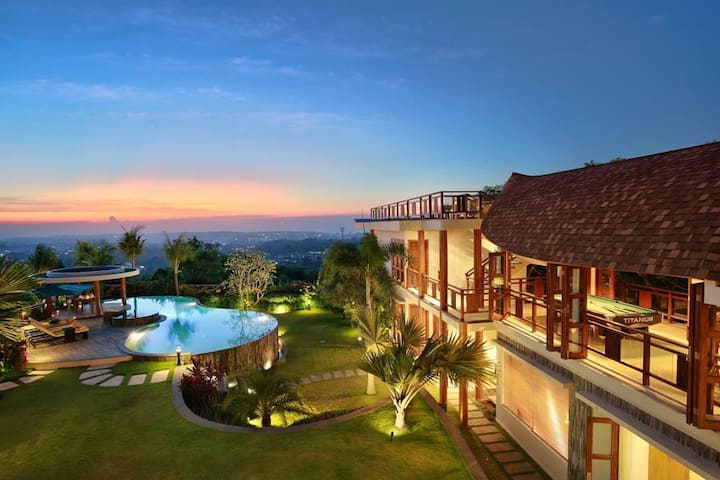 5 BR Luxurious Villa + Private Pool + Sauna
