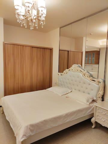 唐山学院对面恒大学庭豪华装修大床房