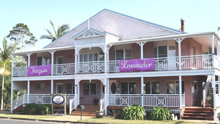 Granny's Bed and Breakfast MALENY Lavender Room