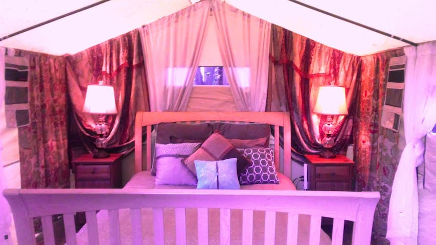 Gorgeous Glamping with Jacuzzi and Fireplace