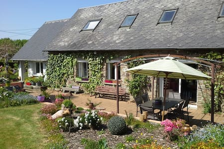 Maison de charme près du Mt St Michel - La Croix-Avranchin - Hus