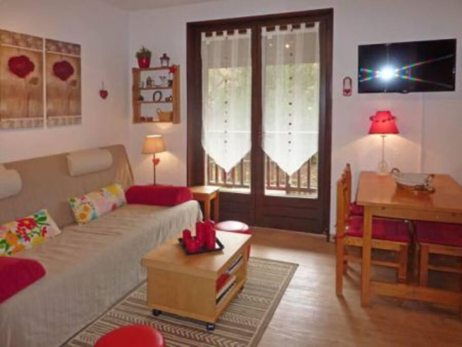 La pièce à vivre, avec accès au balcon, plein sud !