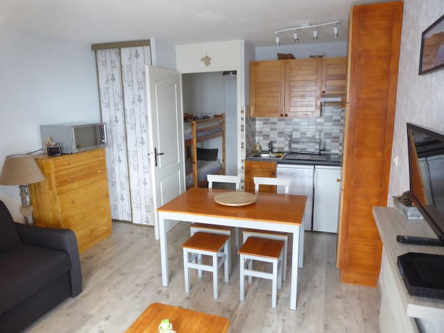 Studio cabine rénové,4 personnes  parking ,WIFI
