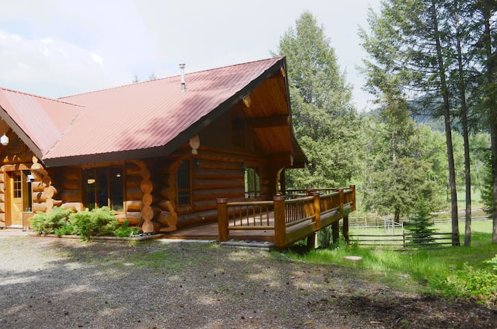 Magnificent Log Home on the Kettle River