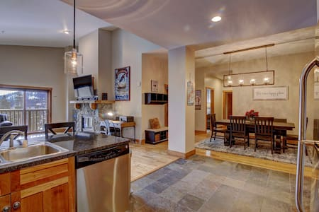 Walk to Slopes Red Hawk Penthouse - 4-Bed / 4-Bath