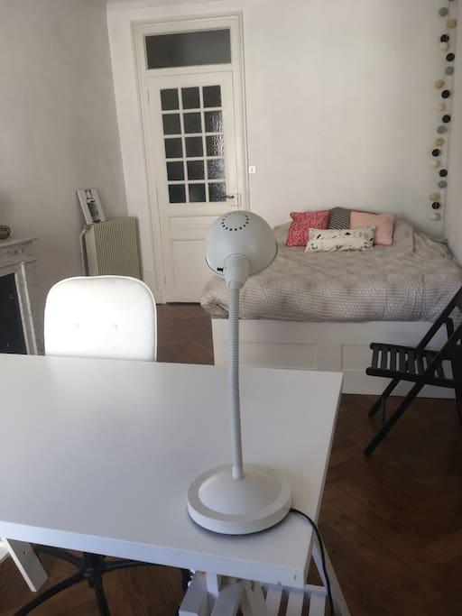 Chambre disponible avec espace de travail