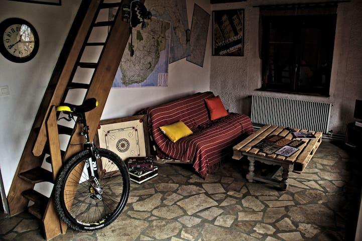 Appartement indépendant dans maison en pierres - Saint-Marcel-Bel-Accueil - Casa