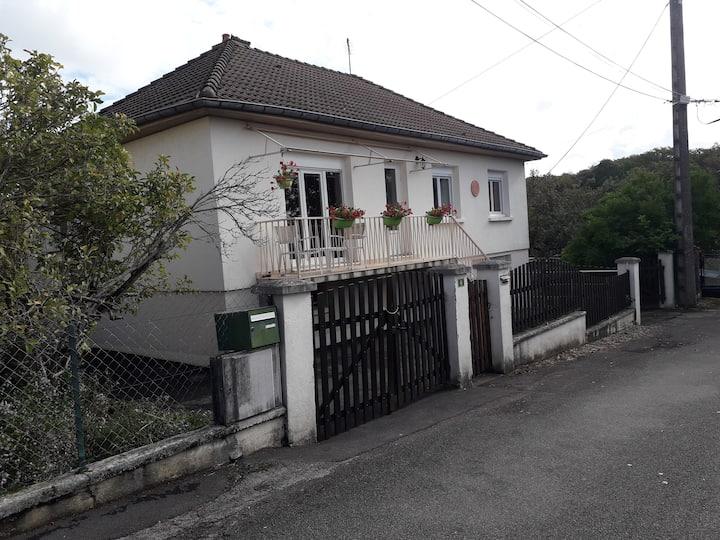 Une chambre dans maison  proche Besançon