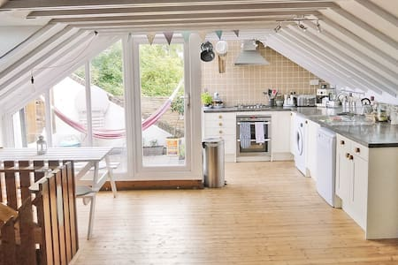 Large Double Bedroom in Quiet, Leafy Kentish Town - Londres