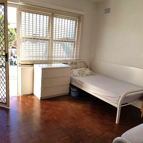 3min UNSW,Kingsford,Sunny Room with Balcony