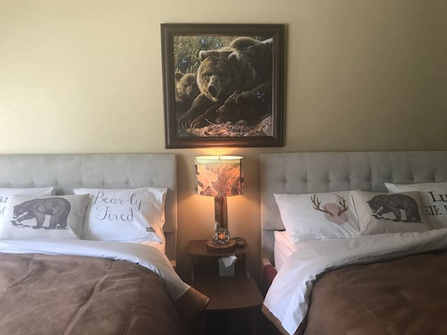 ParkHotelYellowstone Private 2 Queen 1 Bath Rm 104