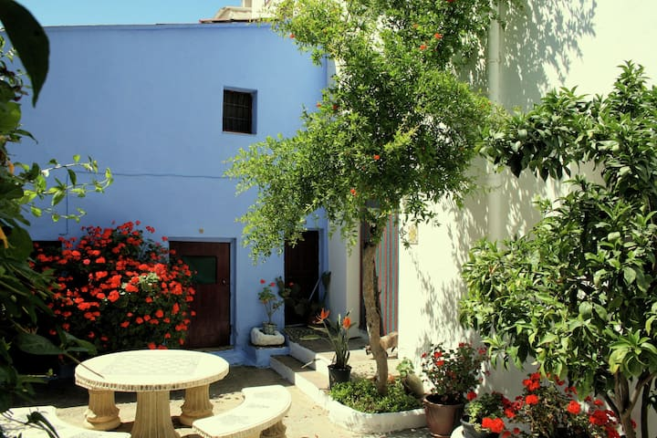 Typical Spanish town house with a sunny patio, 5km from the Costa Tropical