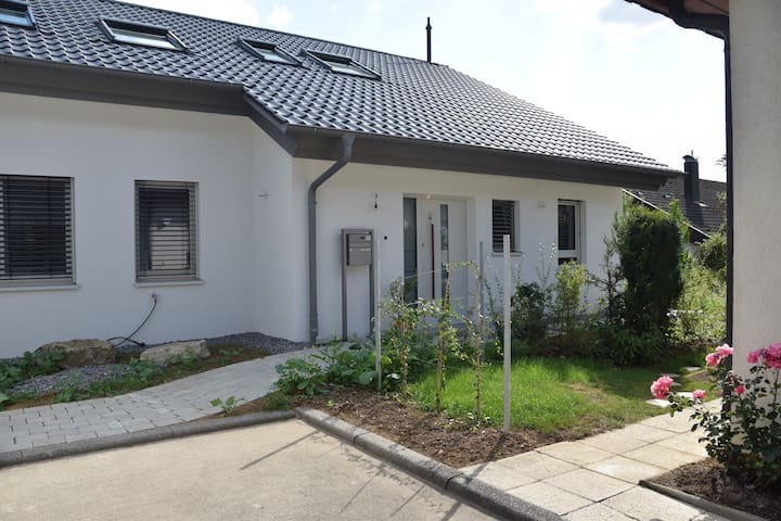 Geräumige, helle Ferienwohnung im Grünen - Herrenberg