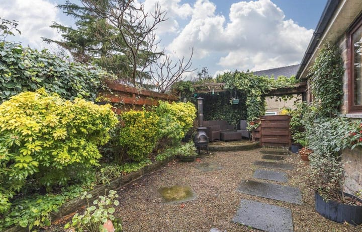 Lovely cottage in The heart of Bramhope